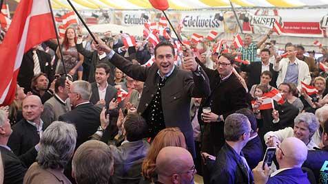 Strache übt scharfe Kritik an Öffnung des Arbeitsmarktes (Bild: APA/RUBRA)