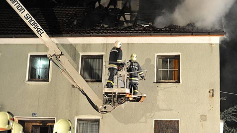 Wohnhausbrand in Zell am Pettenfirst wegen Kurzschluss (Bild: salzi.at)