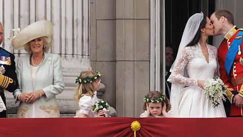 Camillas Enkelin schmuggelt Wurm auf Hochzeitsfoto (Bild: AP, EPA)