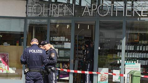 Bewaffneter Mann überfällt Apotheke und flüchtet zu Fuß (Bild: Matthias Lauber)