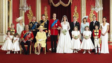 Camillas Enkelin schmuggelt Wurm auf Hochzeitsfoto (Bild: EPA)