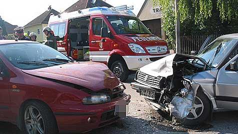 In Gegenverkehr geraten - Lenkerin verletzt (Bild: FF Andorf)