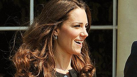 Während William arbeitet, kauft Kate im Supermarkt ein