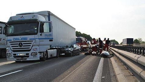 Überholmanöver auf der A8 fordert ein Todesopfer (Bild: FF Haag/Hausruck)