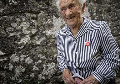 101-jährige Kandidatin verzückt Wähler in Spanien (Bild: AFP)