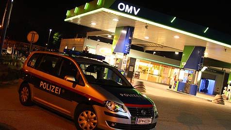 Bewaffnete Räuber überfallen Tankstelle in Wels (Bild: Matthias Lauber)