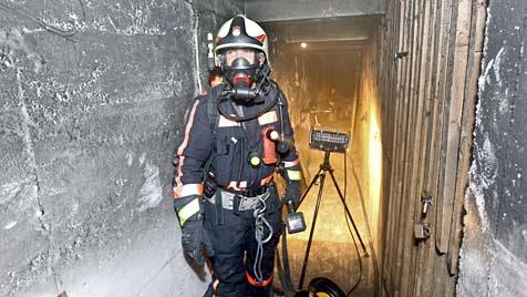 Zwei Kellerabteile in der Hans-Sachs-Gasse ausgebrannt (Bild: Markus Tschepp)