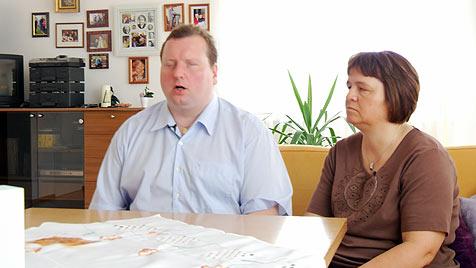 Blindes Paar darf auch in Wien kein Kind adoptieren (Bild: krone.tv)
