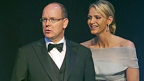 Eine Million für Sport mit Albert II. und Charlene (Bild: EPA)