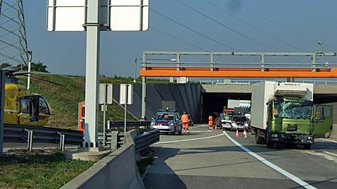 Staus nach Unfällen auf der A23 und der S1 im Raum Wien (Bild: ÖAMTC)
