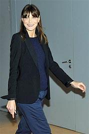 Klein-Bruni-Sarkozy soll angeblich ein Bub werden (Bild: AP)