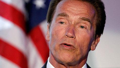 Gehörnter Ehemann schimpft über Schwarzenegger (Bild: AP)