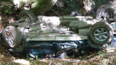 Ein Todesopfer und 2 Schwerverletzte bei Jeepunfall (Bild: APA/ÖA-TEAM BFKDO HERMAGOR)