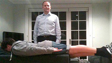 """Sogar Sohn des Premiers """"plankt"""" im Wohnzimmer (Bild: facebook.com)"""