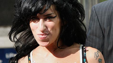Amy Winehouse nach einer Woche aus Klinik entlassen (Bild: AP)