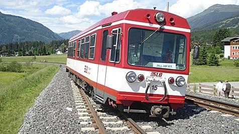 Steine in Weiche gelegt: Lokalbahn im Pinzgau entgleist (Bild: Polizei Salzburg)