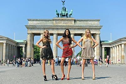 Jana, Rebecca und Amelie kämpfen um Topmodel-Titel (Bild: dpa/Jörg Carstensen)