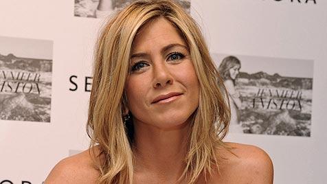 Aniston zeigt sich erstmals öffentlich mit Theroux (Bild: AP)