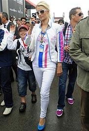 Paris im Lederoutfit: Hype um It-Girl bei Motorrad-WM (Bild: AP)