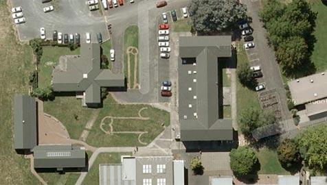 Google Earth offenbart Phallus-Scherz von Schülern (Bild: Google)