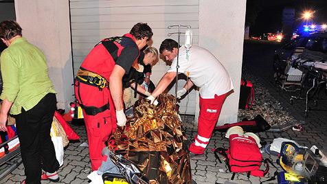 NÖ: Reisebus stürzt über Böschung - 39 Frauen verletzt (Bild: APA/PAUL PLUTSCH)