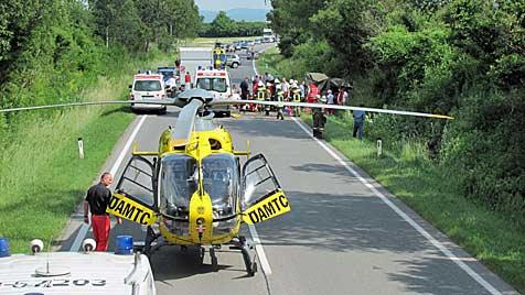 Sechs Verletzte bei Unfall mit Heeres-Pinzgauer (Bild: FF-Niederrußbach)