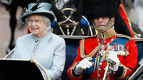 Kate erstmals bei Geburtstagsparade der Queen (Bild: AP)