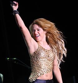 Shakira hatte Fußball-Star Piqué im Gepäck (Bild: APA/Markus Leodolter)
