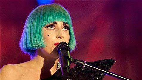 """Lady Gaga trägt Echthaar-Kleid aus Grazer """"Rohstoff"""" (Bild: AP)"""
