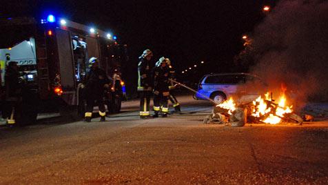 Motorrad geht beim Anstarten  in Flammen auf (Bild: Herbert Wimmer/BFK Mödling)