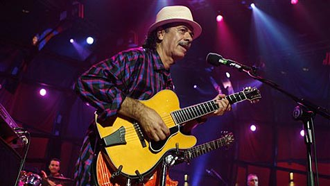 Carlos Santana lässt in Wiesen die Saiten glühen (Bild: AP)
