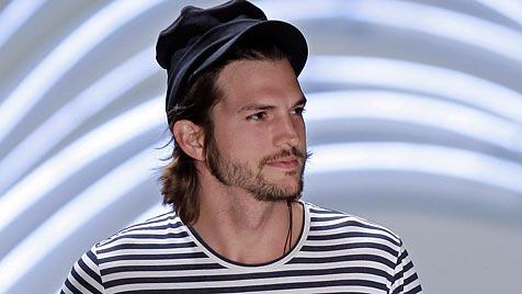 Kamerascheuer Ashton Kutcher modelt in Sao Paulo (Bild: AP)