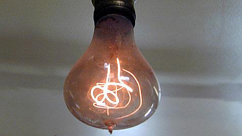 Glühpower-Rekord: Glühbirne brennt seit 110 Jahren (Bild: Feuerwehr Livermore/Richard Jones)