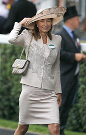 Kates Mutter durfte in einer königlichen Kutsche fahren (Bild: AP)