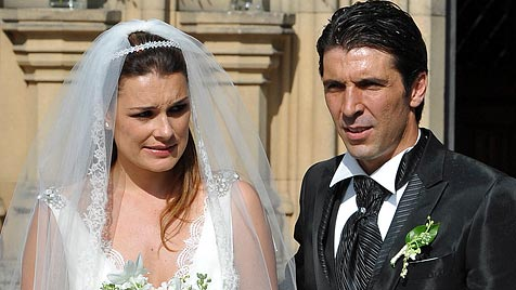 Star-Torwart Buffon heiratete Topmodel Alena Seredova (Bild: EPA)