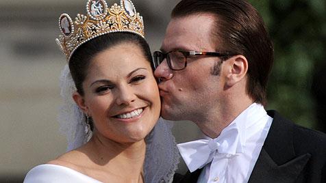 Victoria und Daniel feiern ihren ersten Hochzeitstag