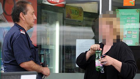 Tankstellen-Räuber bedroht Angestellte mit Schere (Bild: Hannes Markovsky)
