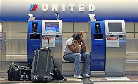 Computerpanne legt Flugbetrieb von United Airlines lahm (Bild: AP)