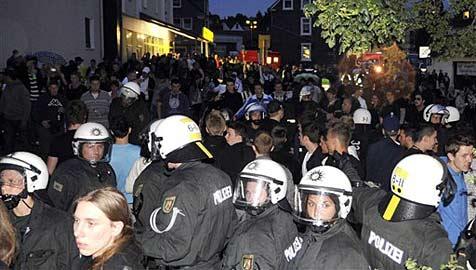 Facebook-Party in Deutschland sorgt für Großeinsatz (Bild: AP)