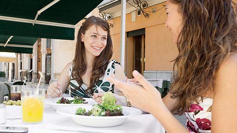 Wie du im Urlaub gut und günstig isst (Bild: thinkstockphotos.de)