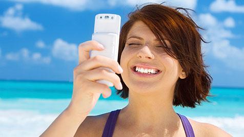 Surfen im Urlaub: Daten-Roaming nach wie vor teuer (Bild: thinkstockphotos.de)