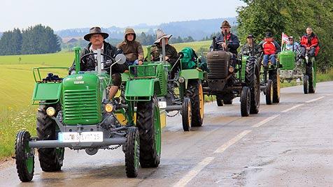 Längste Traktor-Kolonne der Welt tuckerte durch OÖ (Bild: Marion Hörmandinger)