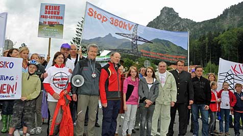350 Teilnehmer bei Demo gegen Stromautobahn (Bild: Wolfgang Weber)