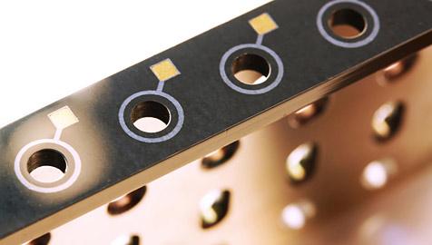 Beschichtete Saite verbindet Gitarre und Computer (Bild: Fraunhofer IST)