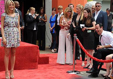 Aniston: Fröhliche Zement-Zeremonie mit Justin Theroux (Bild: AFP)