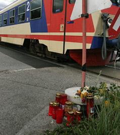 Erst starb Julians Mutter, dann tötete den Buben ein Zug (Bild: Florian Hitz)