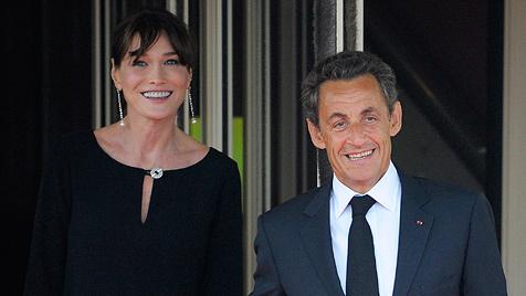 Bruni-Sarkozy: Madame schiebt eine ruhige Kugel (Bild: AP)