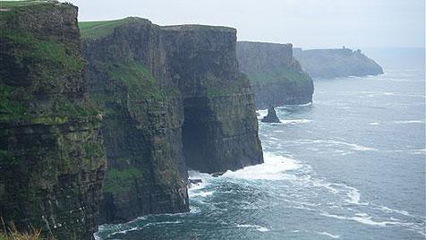 Irlands malerische Landschaft macht Lust auf Abenteuer (Bild: AP)