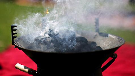 NÖ: Hungriger Einbrecher grillte Huhn auf Veranda (Bild: EPA)