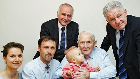 Österreichs ältester KZ-Überlebender ist 106 Jahre alt (Bild: APA/Land OÖ?/Dedl)